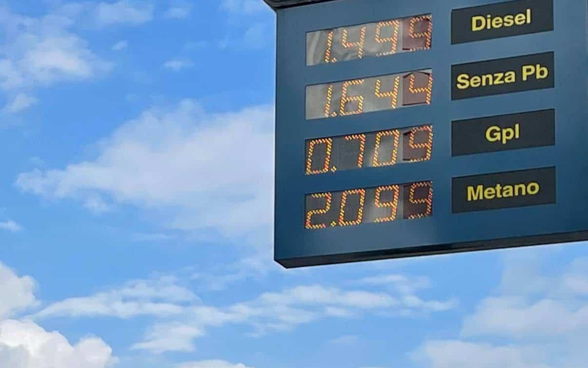 Il cartello conferma impietoso l'aumento del metano auto